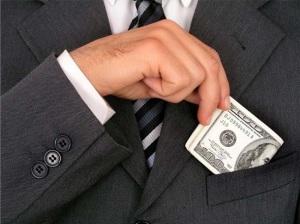 O dinheiro fácil atrai QQ pessoa...por isso que a vigilância dos cargos públicos deveria ser mais rígida que a lei dos civis!