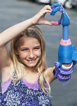 Impressora 3D fabrica braços robóticos desta menina ianque