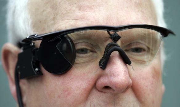 homem-cego-camera-oculos-enxergar-2