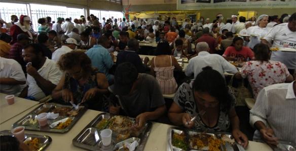 Solidariedade / Almoco de Natal no Restaurante Popular I, localizado na avenida do Contorno, 11484, no Centro.
